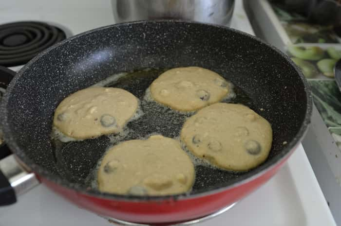 High-protein-Blueberry-Ricotta-Hotcakes-Cooking